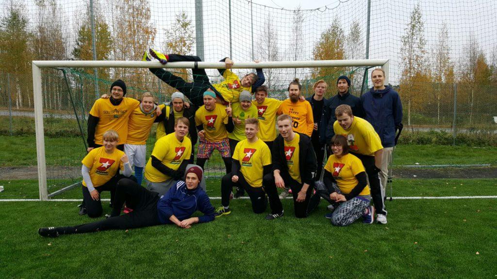 Lööpin joukkue pokkasi ennätyssuurella joukkuella hopeaa Viestijäfutiksesta.