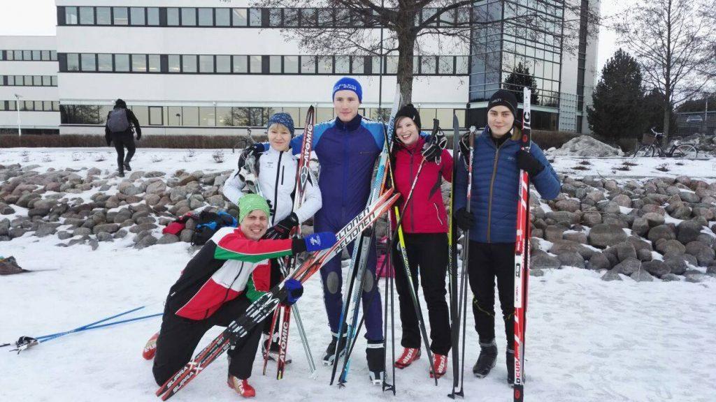 Lööpin joukkue ankkurista aloittajaan: Topias Peltonen, Pinja Päivänen, Jyri Salonen, Jaana Kangas, Jaakko Palvaila.